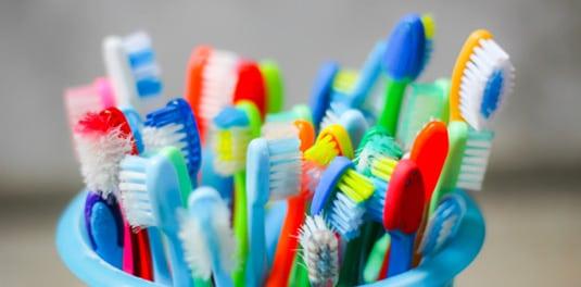 come-riciclare-spazzolino-da-denti-2